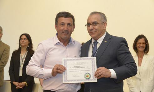 Pinheiro Machado recebe prêmio do TCE/RS